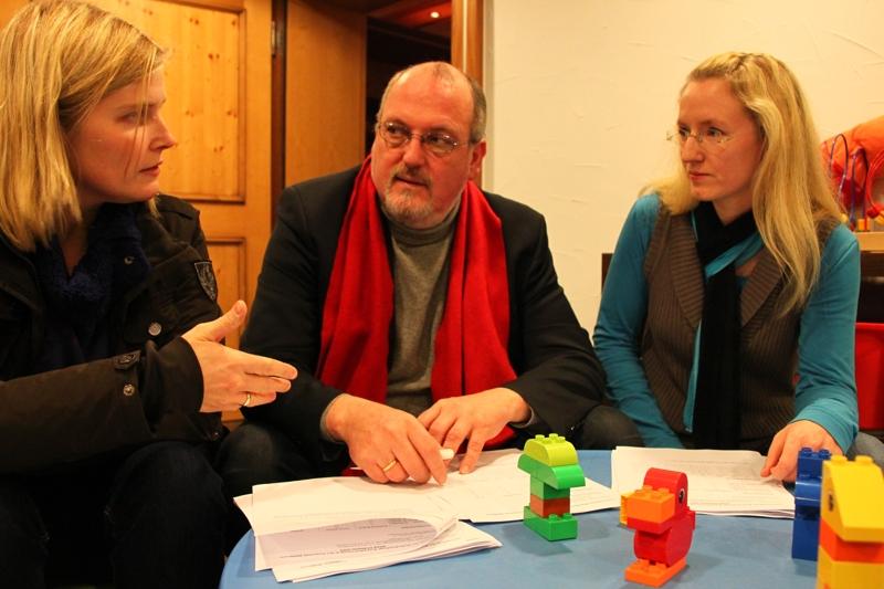 Jetzt startet das Pilot-Projekt. Nadine Kneip, EWi Rahe und Daniela Wittemeier bei der Planung der Ferienbetreuung.